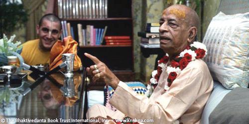 15_prabhupada_pointing_1