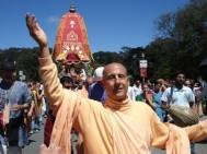 D-vots-de-Krishna-au-Ratha-Yatra