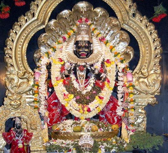 Murti de Sri Nrsimhadeva, l'Avatara mi-homme mi-lion de Krishna apparu pour protéger son pur dévot Prahlada Maharaja.