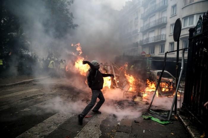 Violencesd-manifestation-gilets-jaunes-Paris-1er-decembre-2018_3_729_486